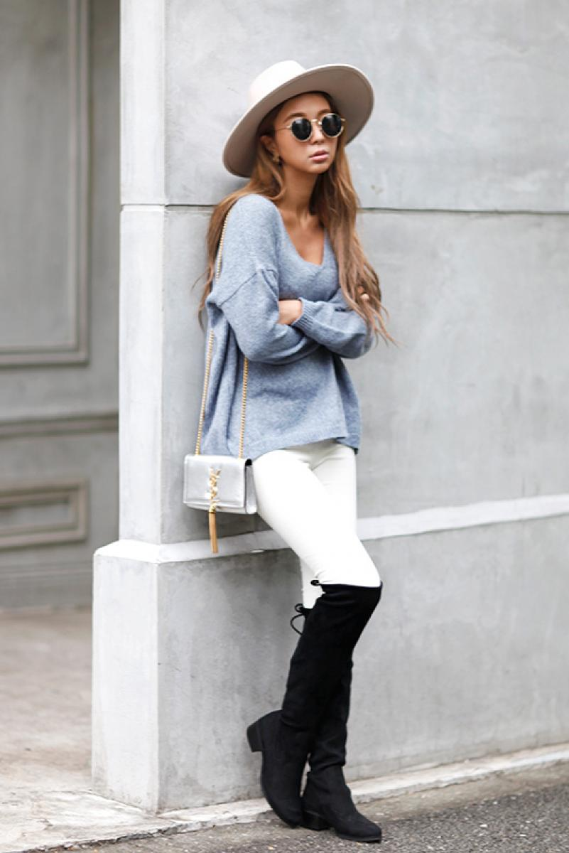 Light V-neck Knit